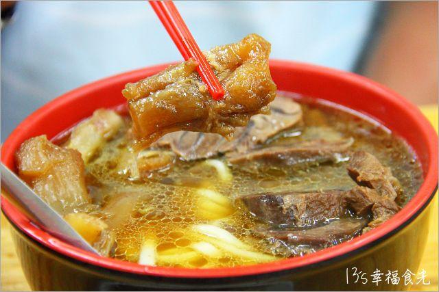 【台北好吃牛肉麵】13帶路直擊~「林東芳牛肉麵」深夜的排隊美食《13食記》 @Via's旅行札記-旅遊美食部落格
