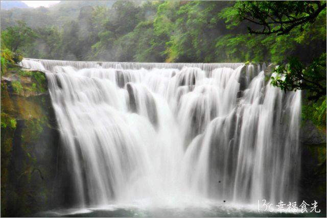 【新北市熱門景點】平溪區「十分瀑布」全台最美~台版尼加拉瀑布《13遊記》 @Via's旅行札記-旅遊美食部落格