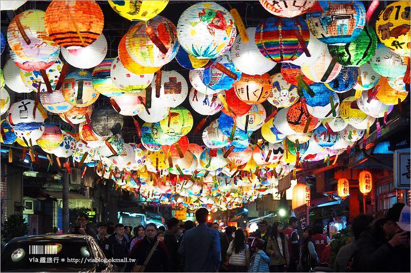 【普濟殿燈會】普濟殿燈籠~夢幻「花燈街」超漂亮!台南過年絕對要朝聖的年節限定美景! @Via's旅行札記-旅遊美食部落格