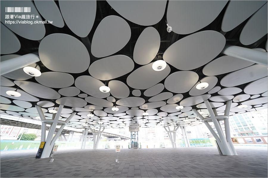 高雄車站》打卡去~全新打造未來感十足的新高雄車站~荷蘭團隊打造天井帷幕好壯觀! @Via's旅行札記-旅遊美食部落格