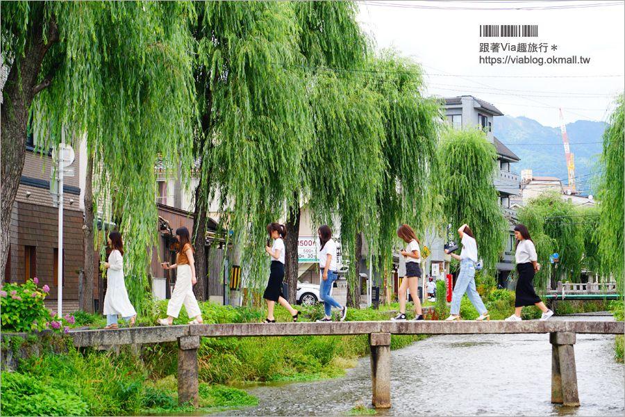 京都私房景點》京都一本橋/行者橋~柳樹相伴的古老小石橋,底下溪水超級清澈的小秘境旅點! @Via's旅行札記-旅遊美食部落格