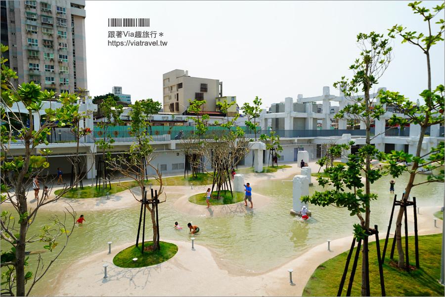 台南親子景點》河樂廣場The Spring~免費開放親子戲水公園!請來荷蘭團隊打造的白色系親水公園 @Via's旅行札記-旅遊美食部落格